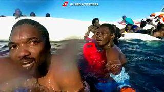 Akdeniz'de en az 25 mülteci boğularak yaşamını yitirdi