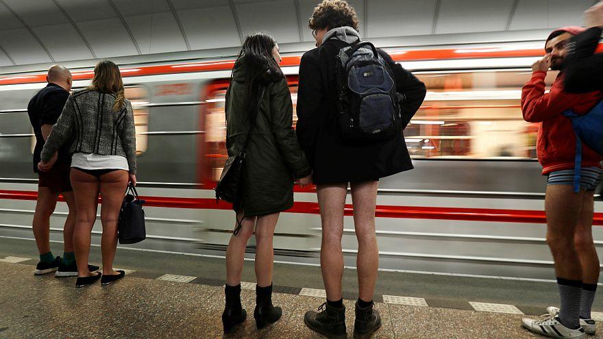 Çek Cumhuriyeti'nde 'Pantolonsuz Metro Günü' eylemi