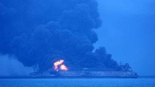 Brennender Öltanker im Ostchinesischen Meer