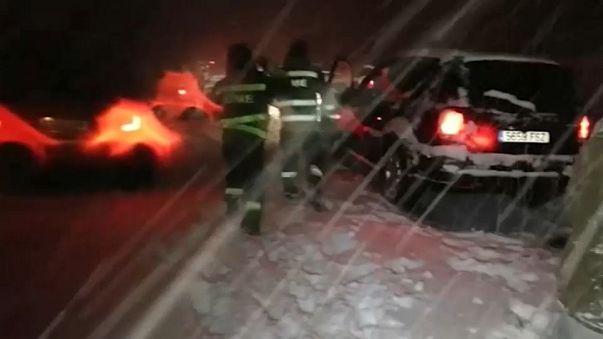 Chaparrón de críticas contra el Gobierno por el caos provocado por la nieve en la AP-6