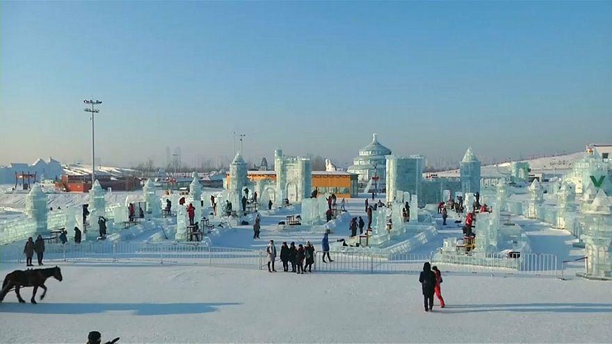 Zehntausende beim Schnee- und Eisfestival in Harbin
