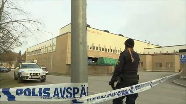 Polícia isola exterior de estação de metro em Estocolmo