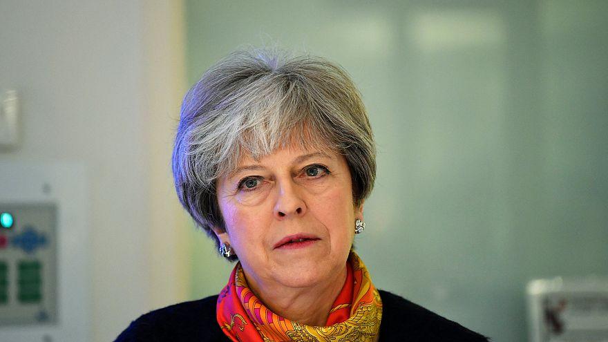 Theresa May vai remodelar governo
