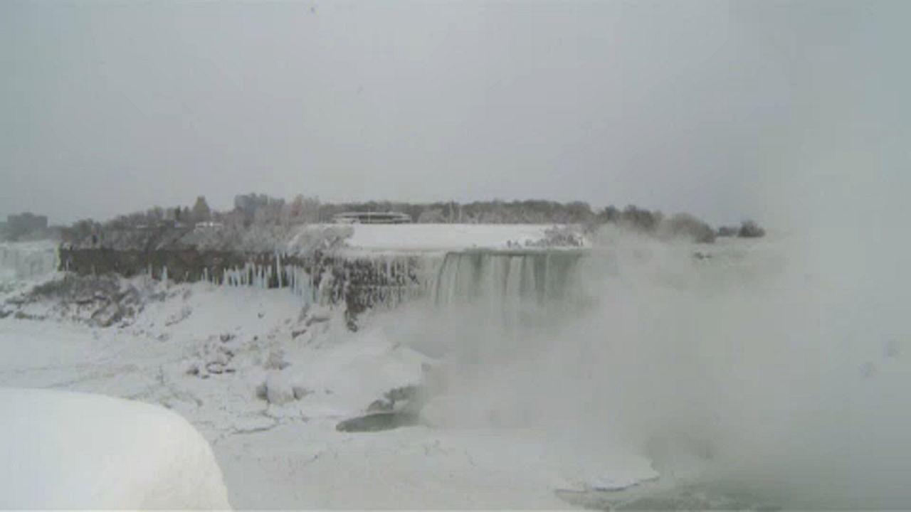 As cataratas do Niagara congelaram