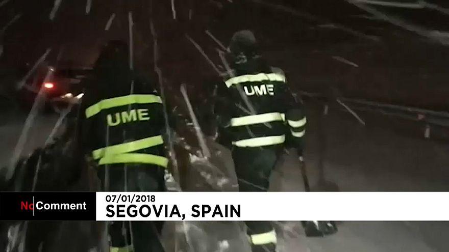 Снегопады в Испании: пробки и замерзшие водители
