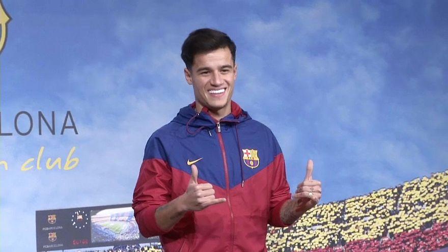 Barcellona: le prime immagini di Coutinho con la nuova maglia