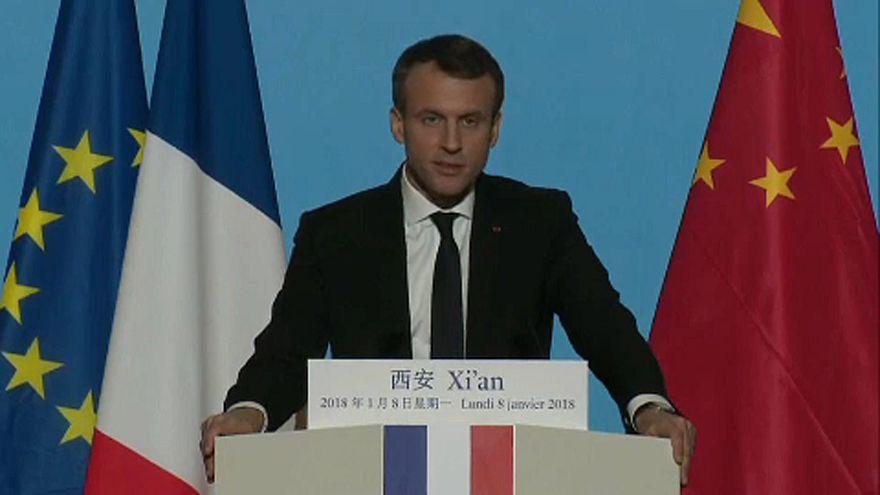 Megkezdte kínai látogatását a francia elnök