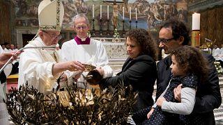 Ο Πάπας Φραγκίσκος προέτρεψε μητέρες να θηλάσουν τα μωρά τους δημόσια