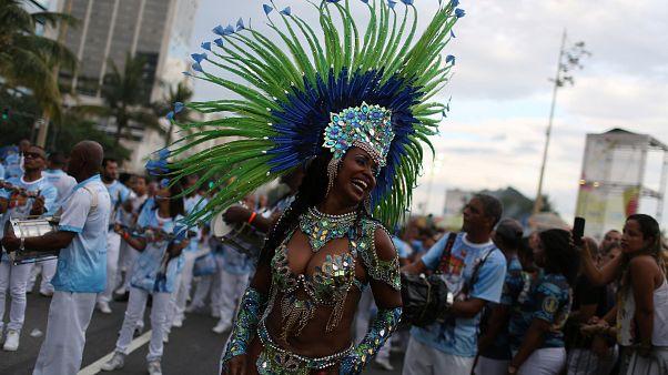 Már melegítenek a riói karneválra