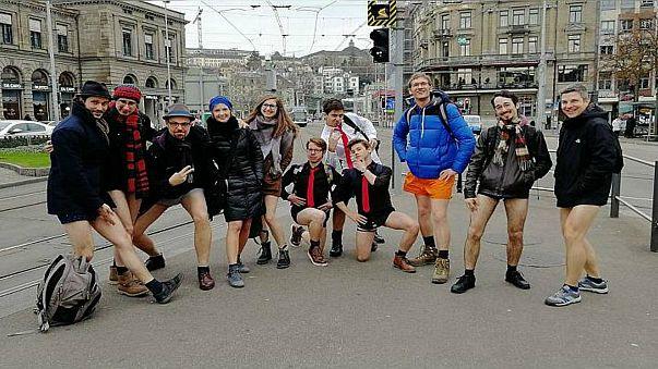 بالفيديو: حملة ركوب مترو الأنفاق بلا سراويل في العديد من المدن الأوروبية