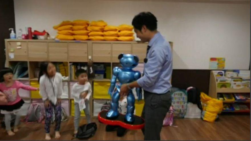 Giappone, robot al posto delle maestre d'asilo