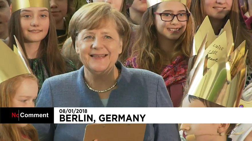 Merkel kilise korosu öğrencileriyle buluştu