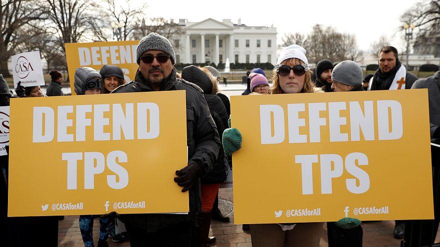 Protesta ante la Casa Blanca por el fin del TPS para los salvadoreños