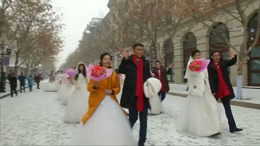 34 Çinli çift Harbin Uluslararası Buz Festivali'nde dünya evine girdi