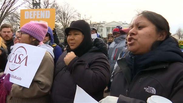 Manifestantes salvadoreños ante la Casa Blanca
