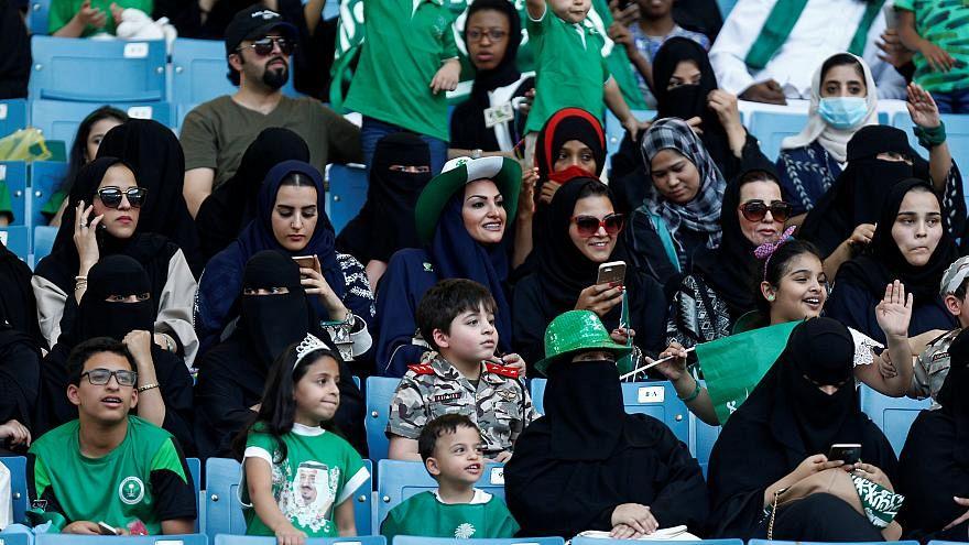 نساء في ملعب الملك فهد