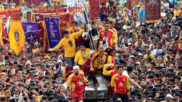 """Filippine: la processione del """"Gesù nero"""""""