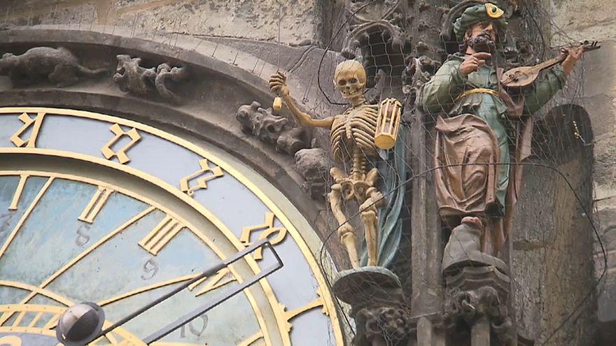 Старинные ратушные часы отправились в ремонт