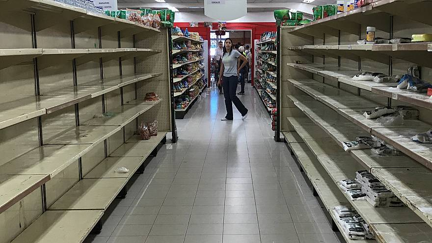 Üres polcok egy caracasi szupermarketben 2018. január 6-án