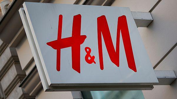 Συγγνώμη από την H&M για το μαύρο παιδί και τη «μαϊμού»
