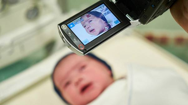 جریمه ۱۰ هزار یورویی برای انتشار عکس کودکان توسط والدینشان