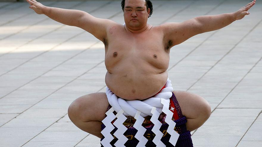 Les sumos célèbrent le rituel du Nouvel An