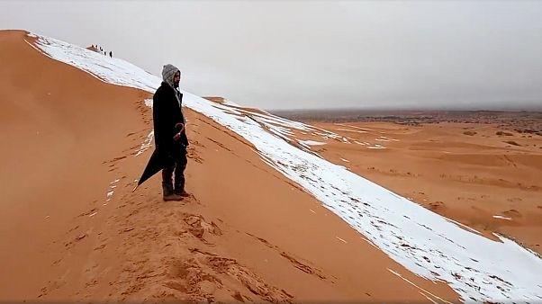 Extremes Wetter: In der Wüste Sahara fallen 40 cm Schnee