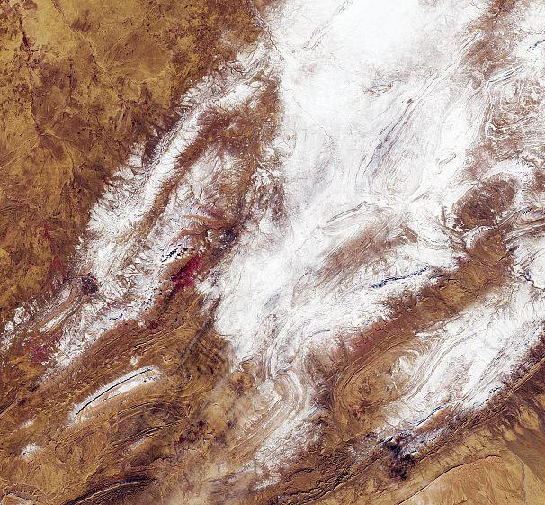 Extremes Wetter In Der Wüste Sahara Fallen 40 Cm Schnee Euronews