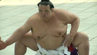 В Японии разгорелся скандал в мире сумо