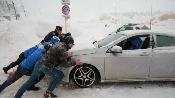En Italie, de la neige jusqu'aux oreilles