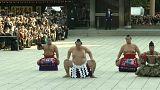 Größen des Sumo-Ringens eröffnen neue Saison