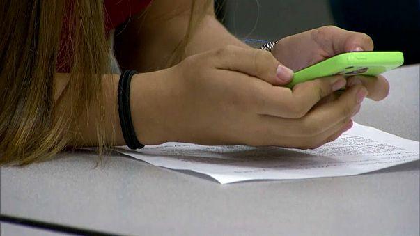 Apple investors urge action on iPhone addiction among kids