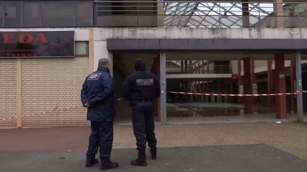 Indignation après l'incendie d'une épicerie casher à Créteil