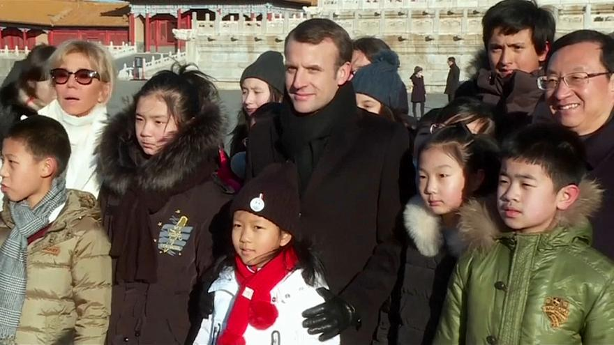 ما الذي يفعله ماكرون في الصين؟