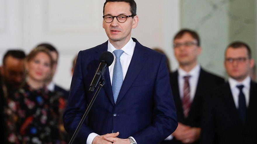 Polonya kabinesinde köklü değişim: 9 bakanın görevi değişti