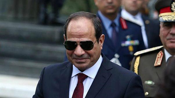 نواب البرلمان المصري يوقعون استمارات تزكية لترشيح السيسي