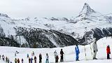 هزاران اسکیباز و گردشگر در کوههای آلپ سوئیس برفگیر شدند