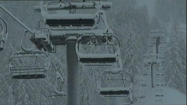 Neve deixa estâncias de esqui paradas