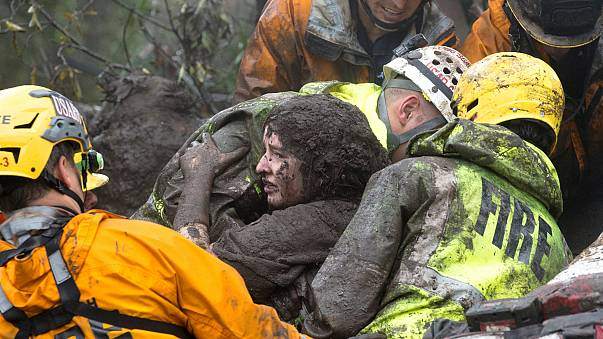 Resgatados entre a lama na Califórnia