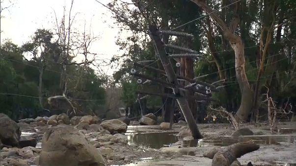 California: primeros supervivientes bajo el lodo