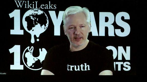 Caso Assange: Quito e Londra cercano una soluzione