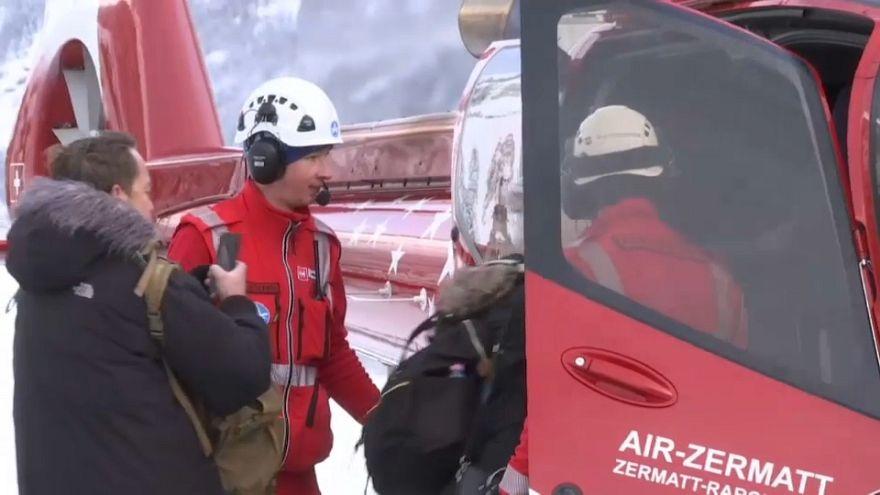 Luftbrücke in Zermatt: Hubschrauber ins Tal