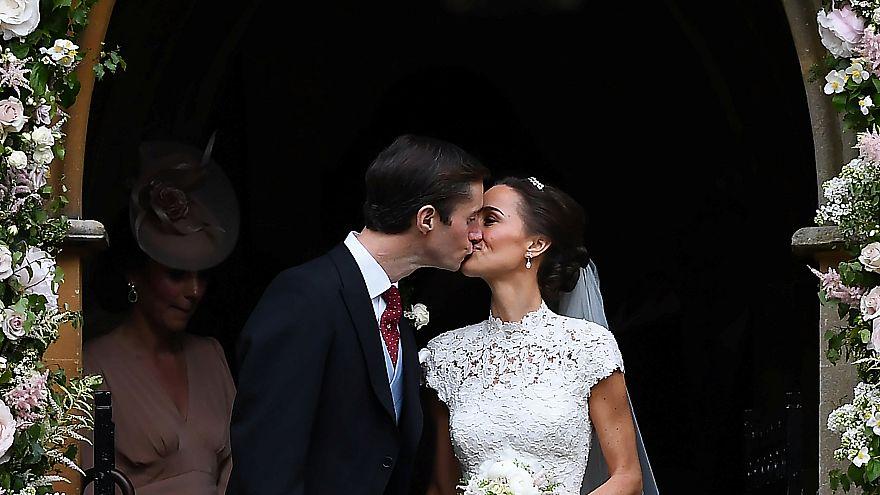 Büntetést fizettetnek a menyasszonyokkal, ha késnek esküvőjükről