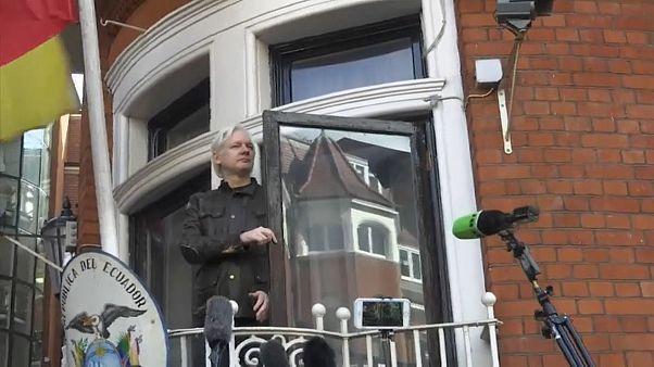 Equador à procura de mediação para Assange