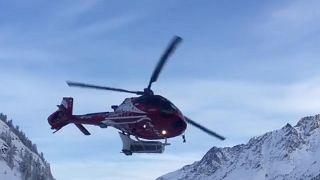 İsviçre'de turistler helikopterle tahliye edildi