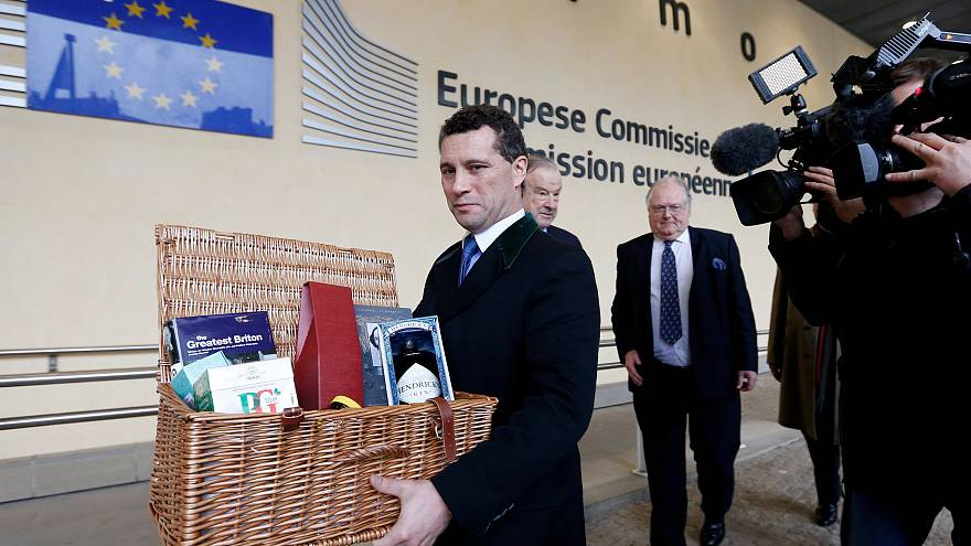 Pro-Brexit delegation meets Barnier in Brussels bearing gifts and warnings