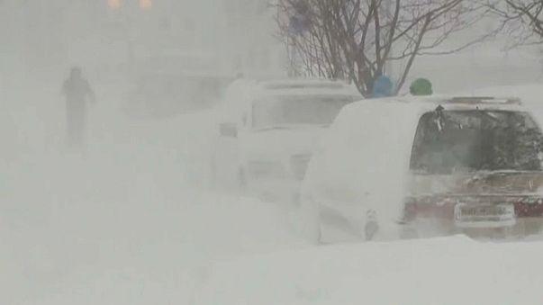 Снежный циклон парализовал Сахалин