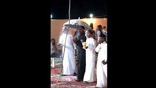 Szene einer Schwulen-Hochzeit in Mekka
