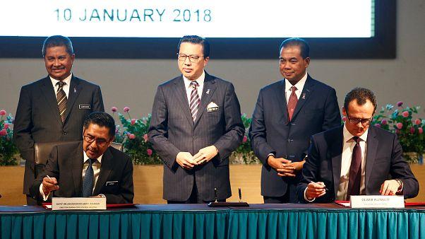 Ο υπ. Μεταφορών της Μαλαισίας υπογράφει συμβόλαιο με τον CEO της OceanCity
