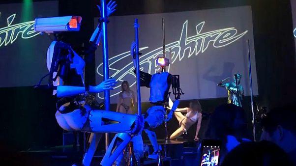 رقص میله رباتها در لاس وگاس